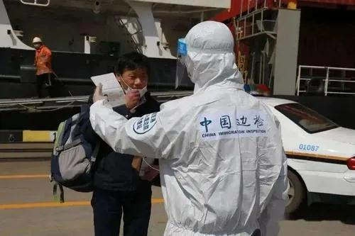 More than 20000 Chinese crew members changed shifts at domestic ports.